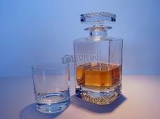 座落一旁的威士忌