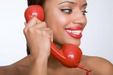 在打电话的外国女人图片图片