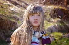 金发的小女孩