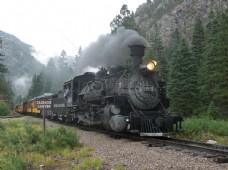 一辆行驶中的火车