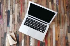 白色笔记本电脑图片