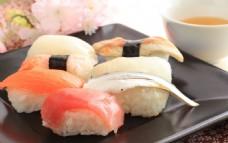 美味的三文鱼寿司