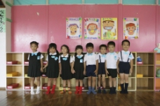 幼儿园里的小朋友图片