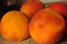 桔红色的桃子