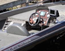这只游艇的设备