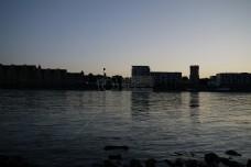 城市边的宁静海港