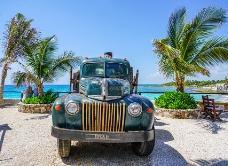 海边的大卡车