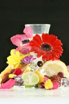 花朵和切开的水果