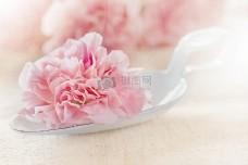 汤匙上的粉红色的花