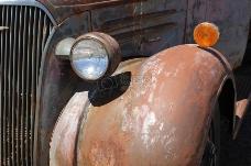 生锈的卡车车灯