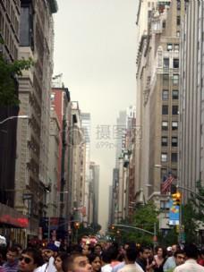 拥挤忙碌的城市街道