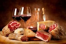 红酒与腊肉背景图片