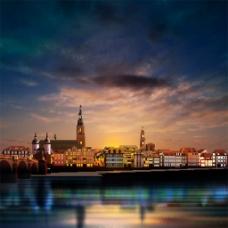 傍晚的城市风景图片