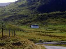 山中的一处孤房