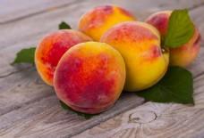 一堆新鲜桃子图片