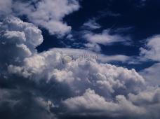 蓝天里的白云