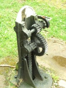 用与关闭水闸的机器