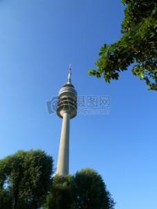 蓝天下的灯塔