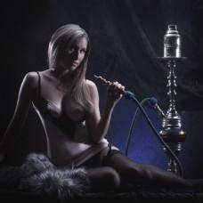 吸烟的性感美女图片