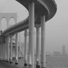 大桥灰度摄影