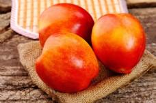 三个红苹果图片