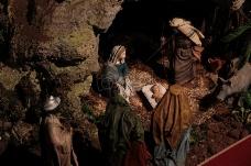 山洞里的婴儿