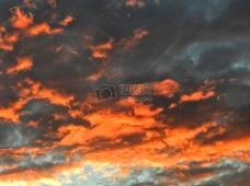 天空的彩霞