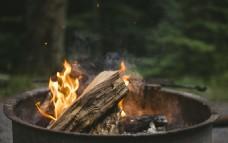 燃烧的火盆