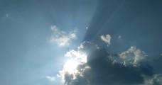 吞没太阳的云朵延时摄影