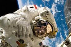 在太空中美国宇航员