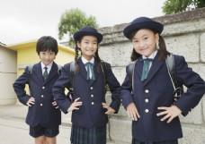 穿校服的小女孩图片