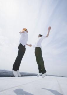 跳跃的活力男生图片