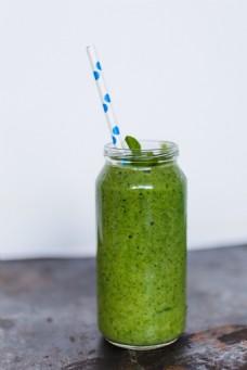 新鲜绿色蔬菜汁图片