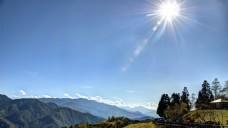 蓝天远山风景图片