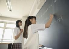 教室里的美少女图片