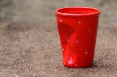 红色塑料水桶图片