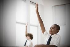 举手发言的黑人学生图片