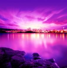 湖畔城市夜景